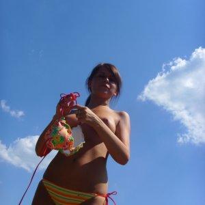 Beachgirlie90