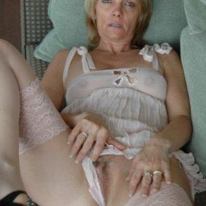sexwillige Frauen DessousWife kennenlernen