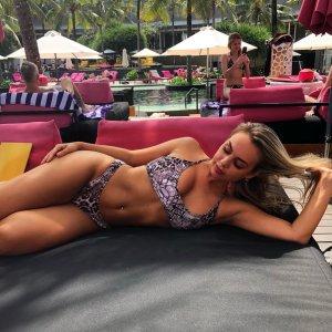 sexwillige Frauen wie Arcada kennenlernen