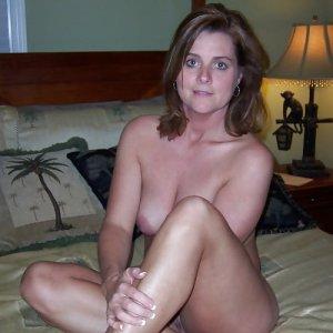 sexwillige Frauen ellie9065 kennenlernen